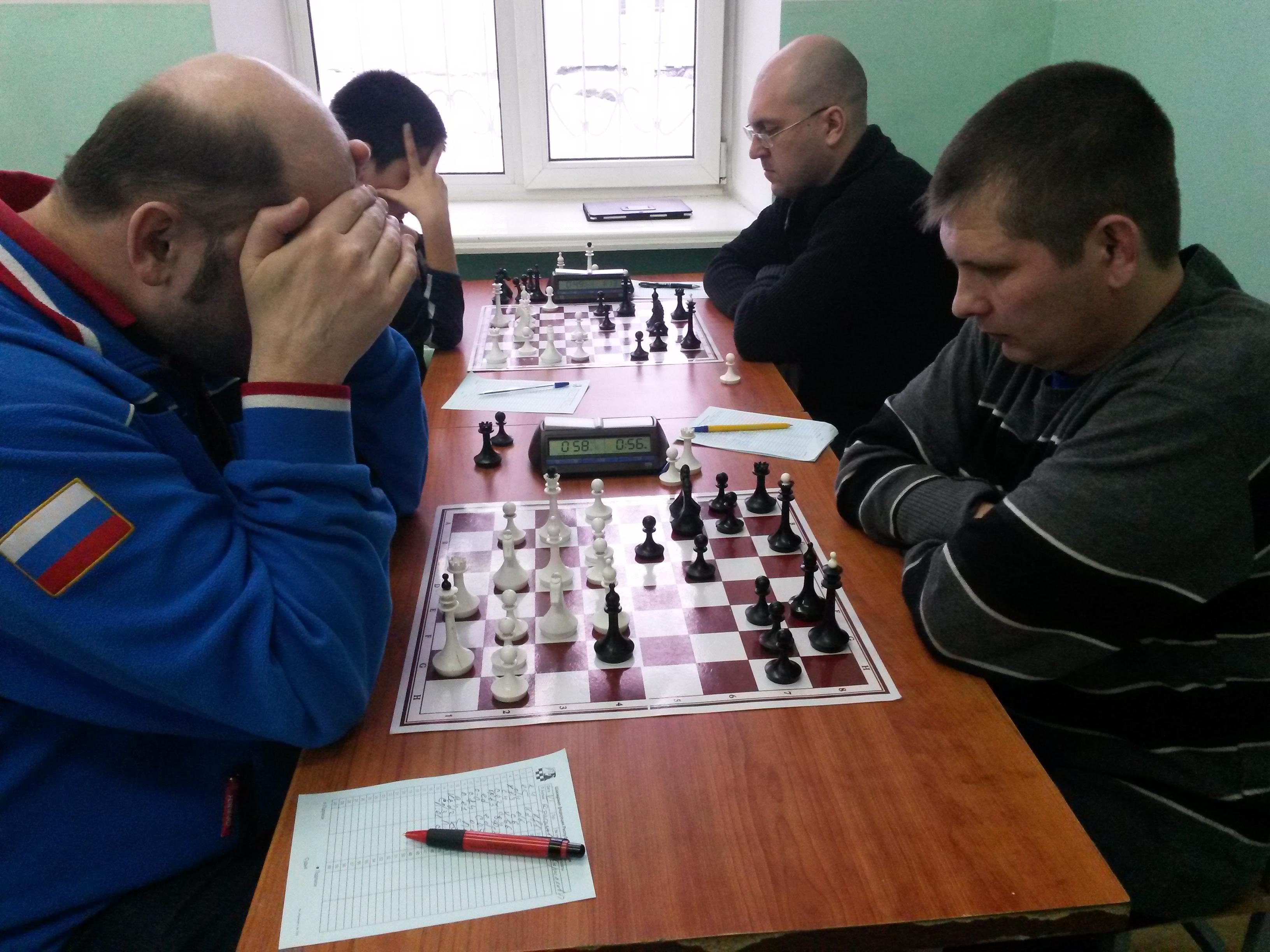 Справа два лидера, на дальнем плане - Сергей Малышев, на переднем - Павел Кириллов