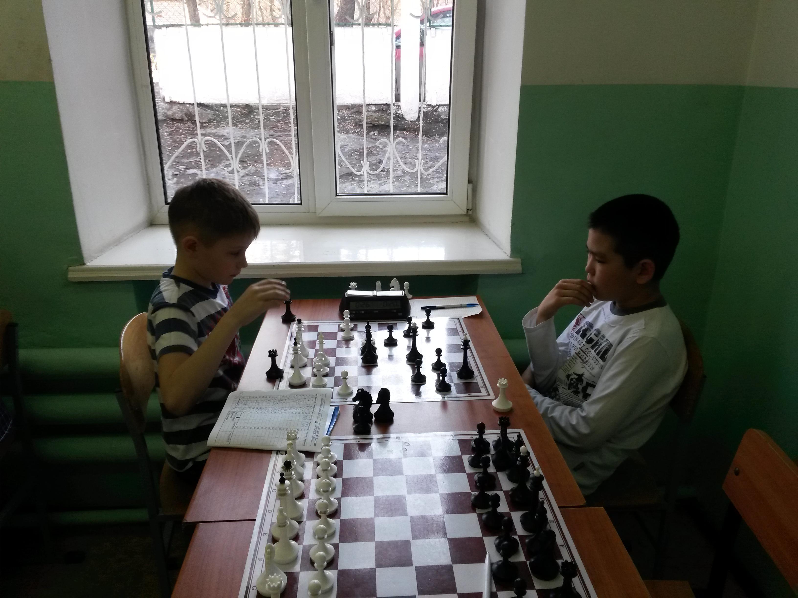 Владимир Кобылянский(слева) против Михаила Канзычакова