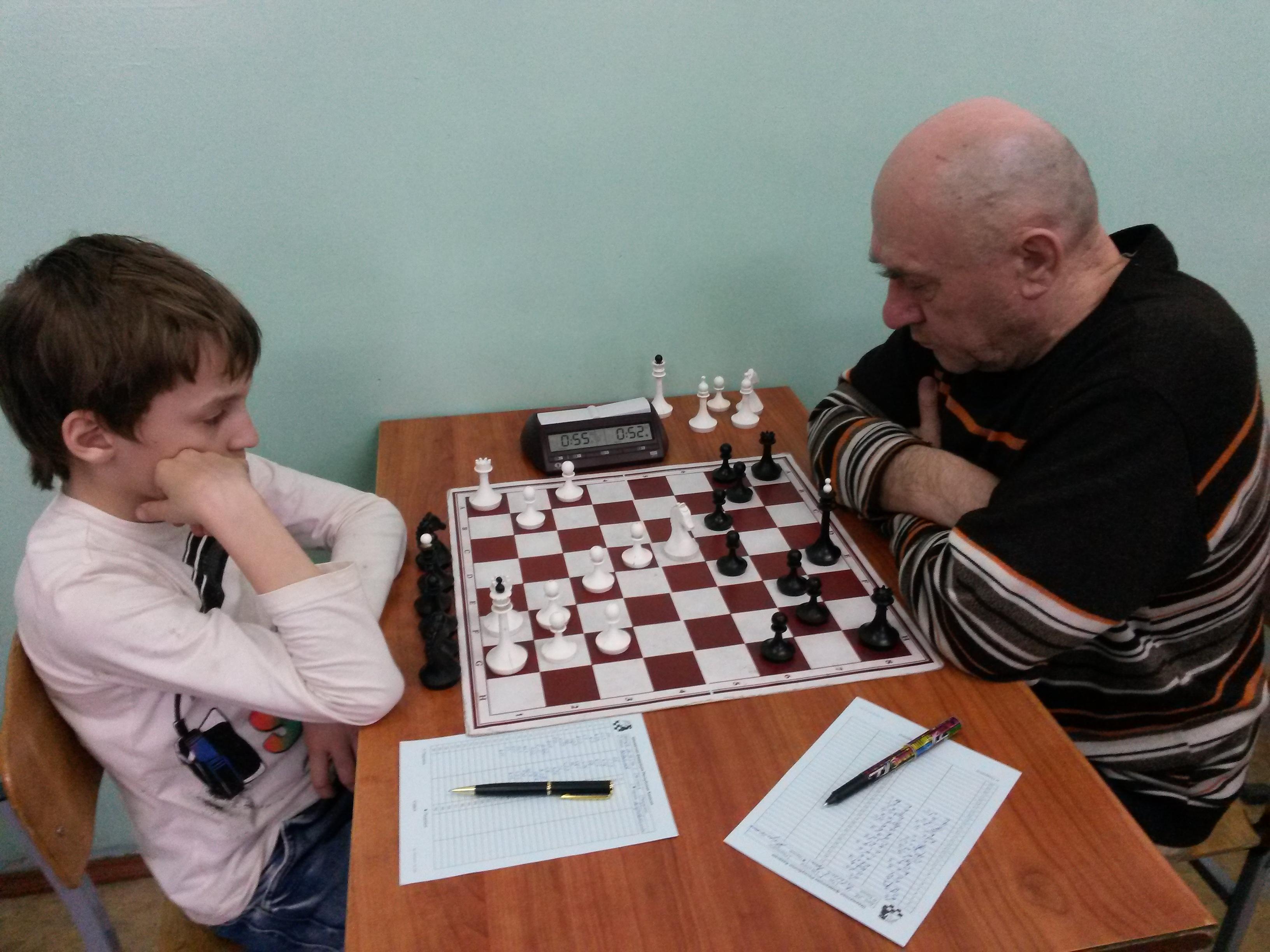 Участники турнира- И стар и млад.