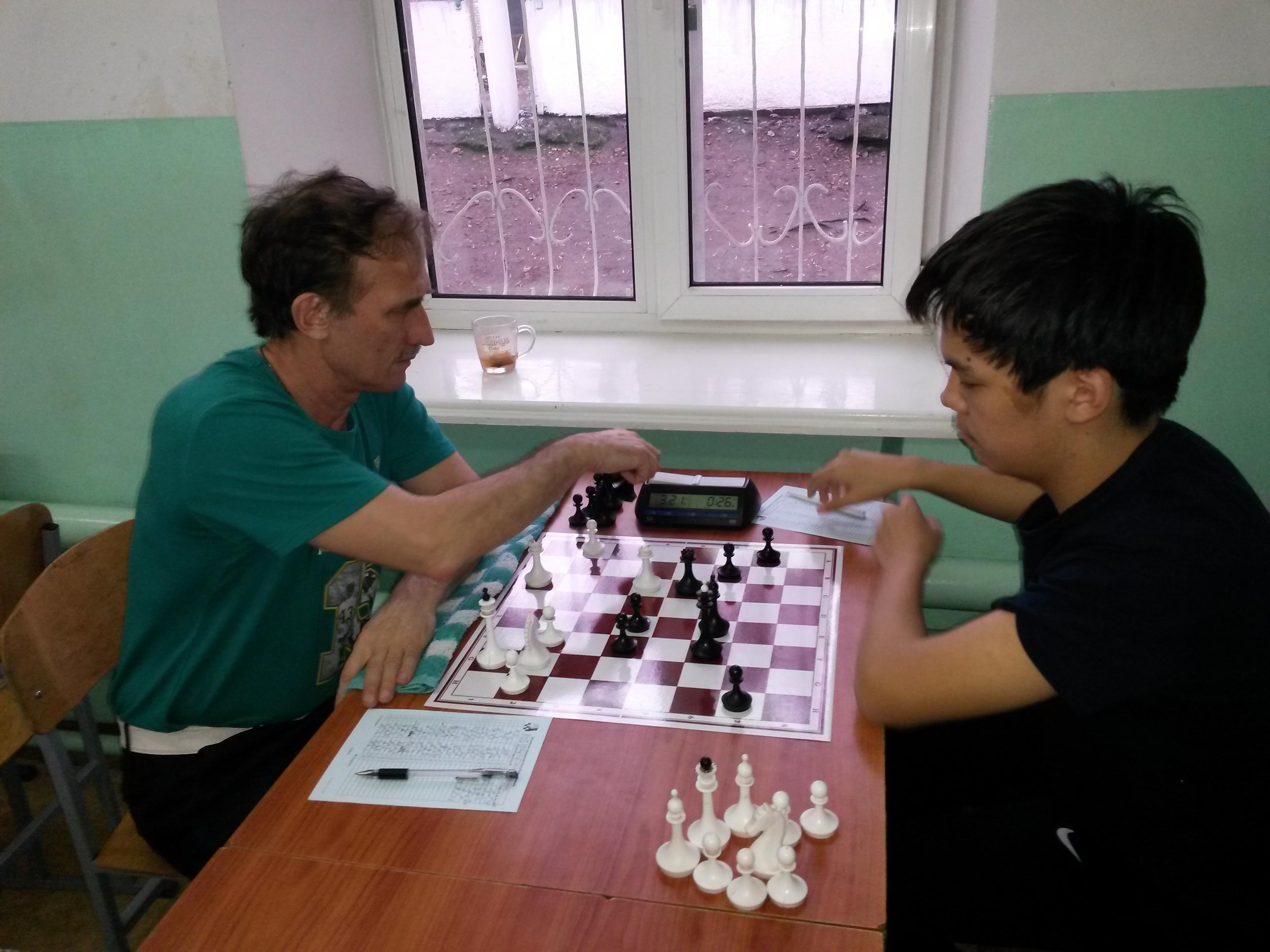 Максим Токмашов побеждает Константина Кравченко