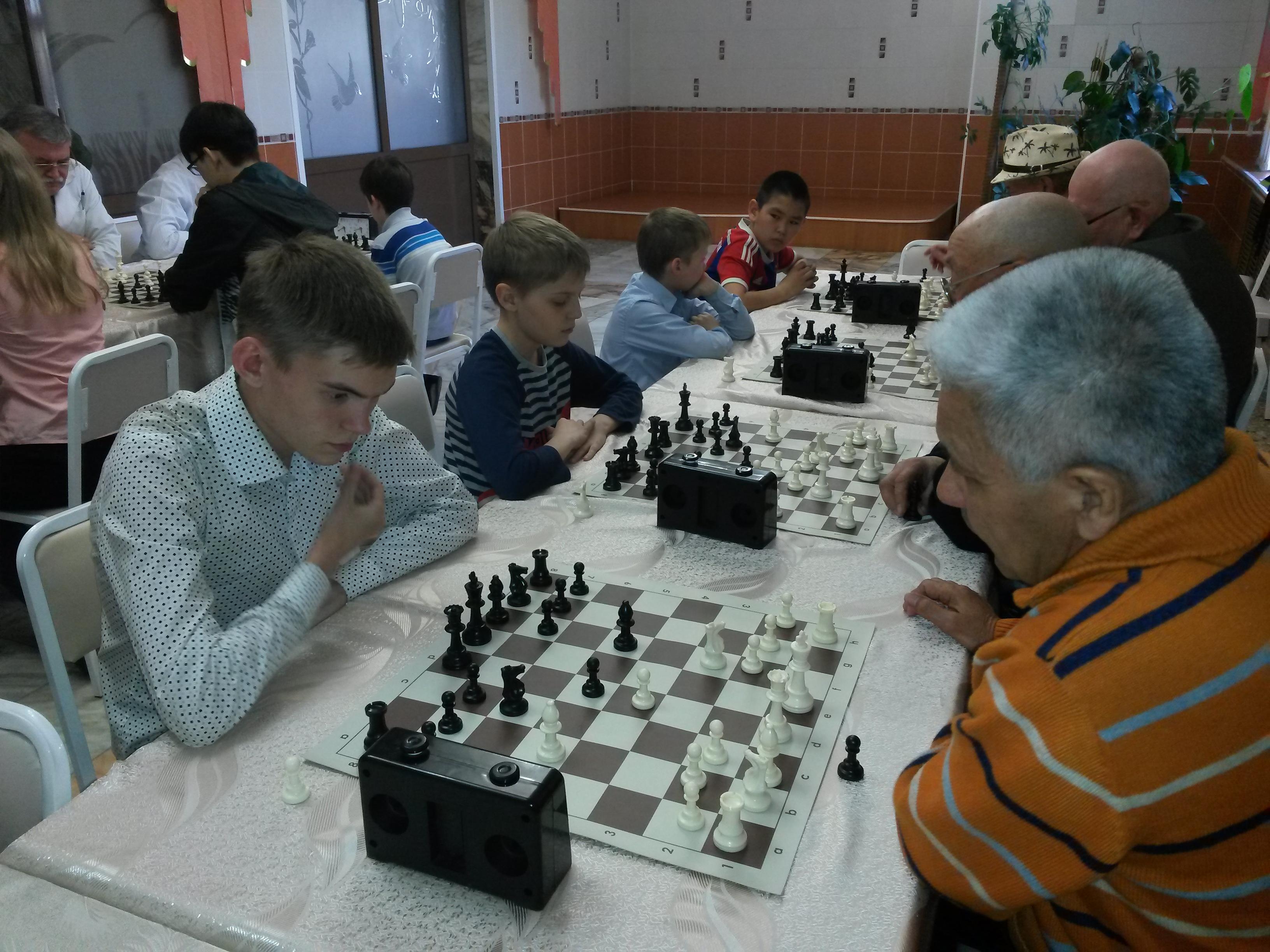 Братья Пирожковы(слева)