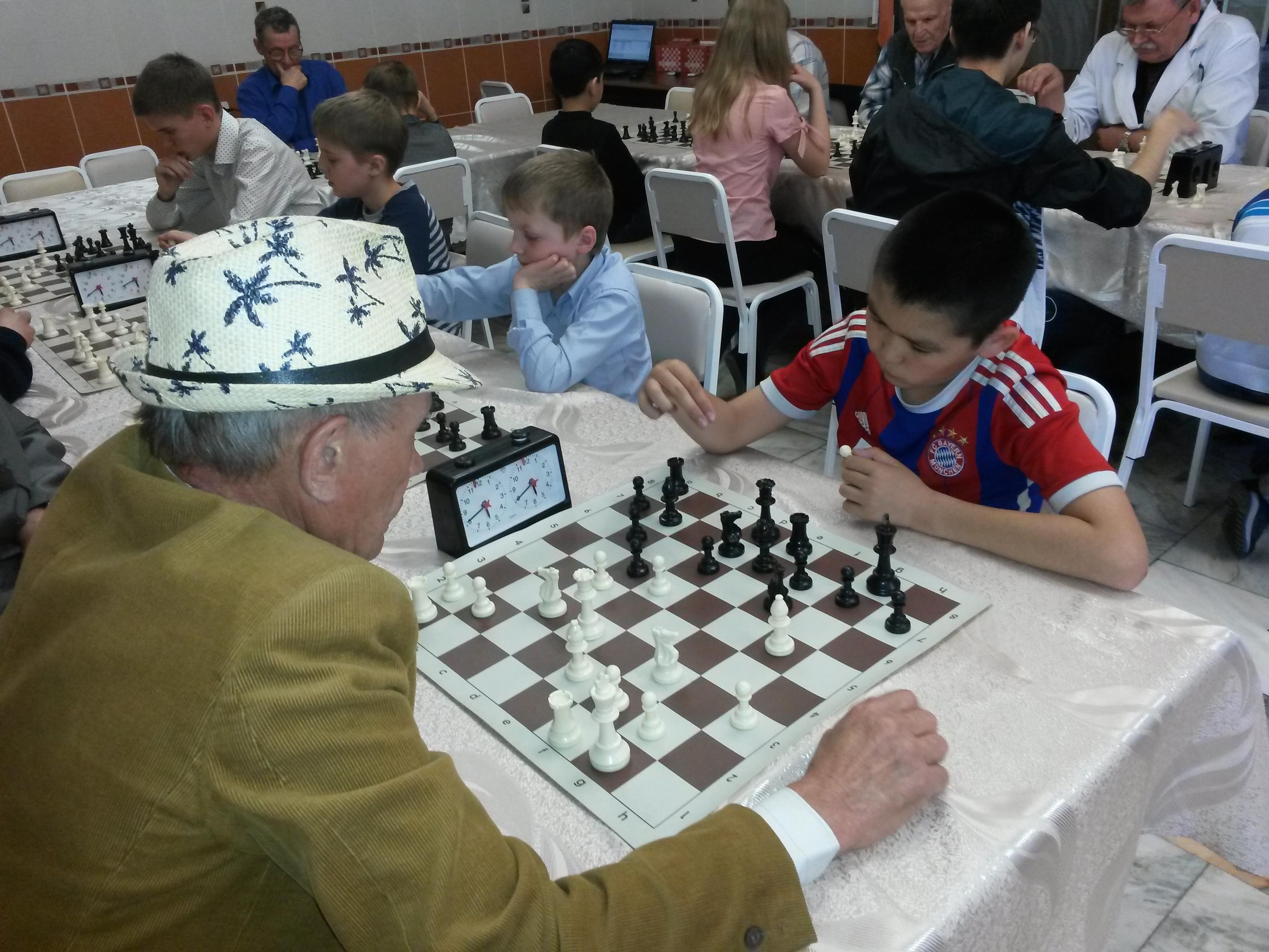 Лидер команды Михаил Канзычаков(справа) набирает обороты после поражения в первом туре.