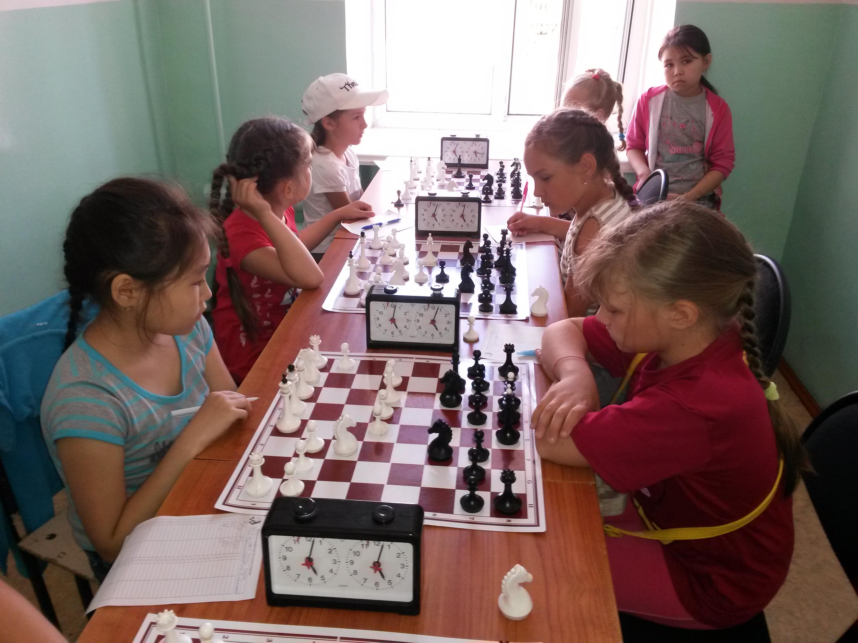 Справа Елизавета Власенко-лучшая в Хакасии среди девочек до 13 лет