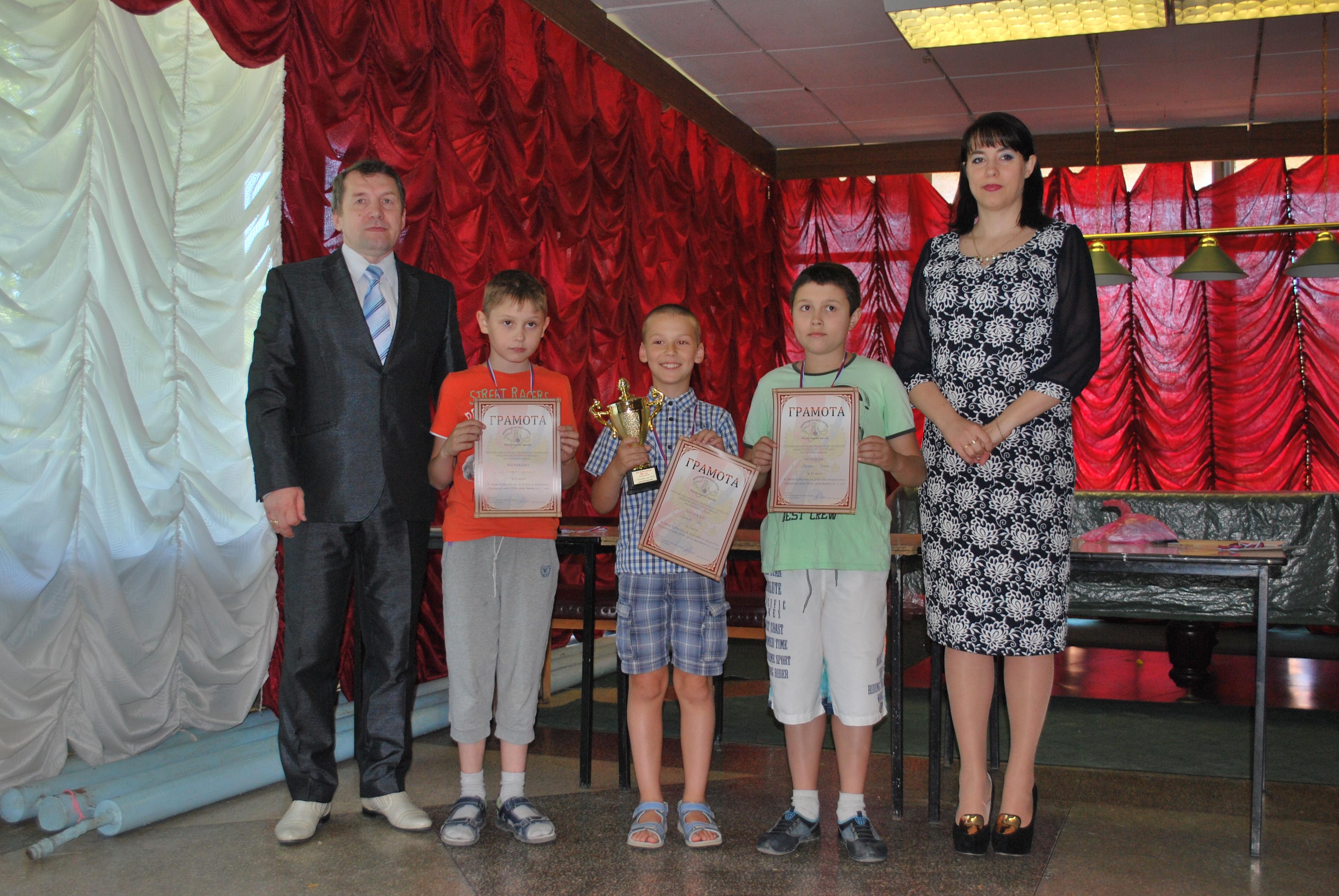 Владимир Кобылянский(слева среди призеров)-второе место-небольшая капля дегтя в бочке меда при отличной игре!