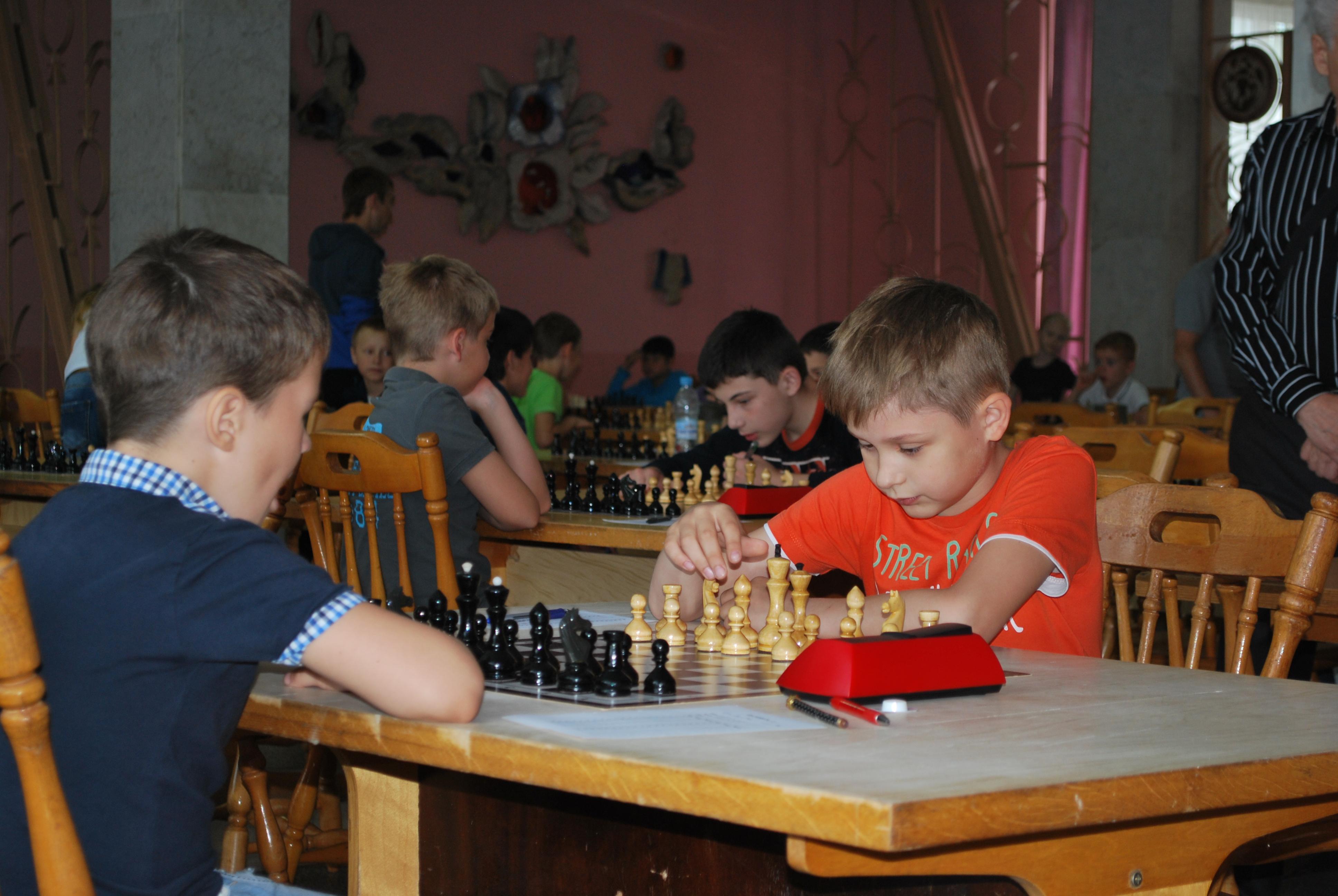Владимир Кобылянский(справа) пока блестяще представляет наш город в Крыму!