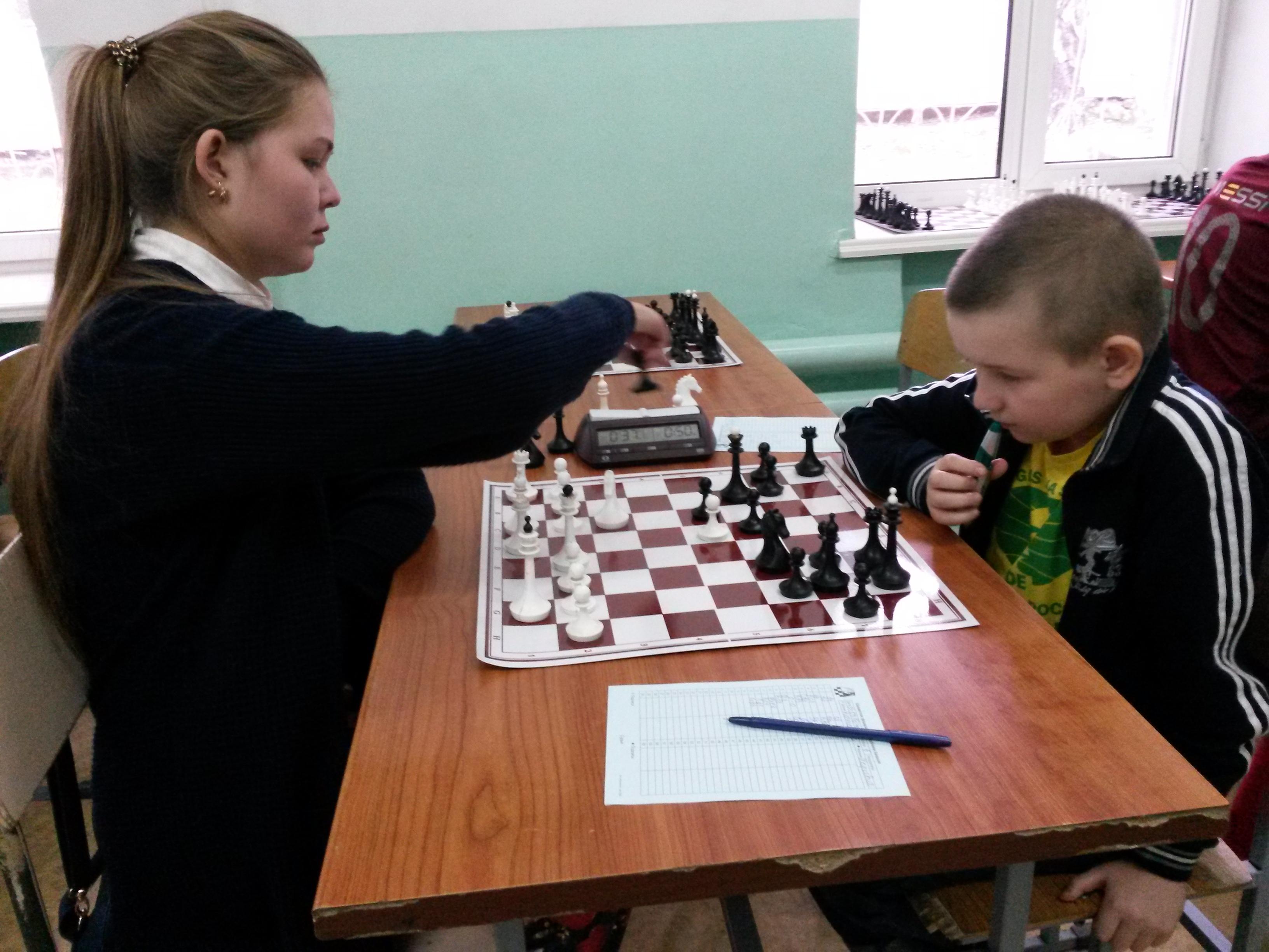 Сильнейшие шахматисты Усть-Абакана Евгения Костоякова и Степан Харкевич