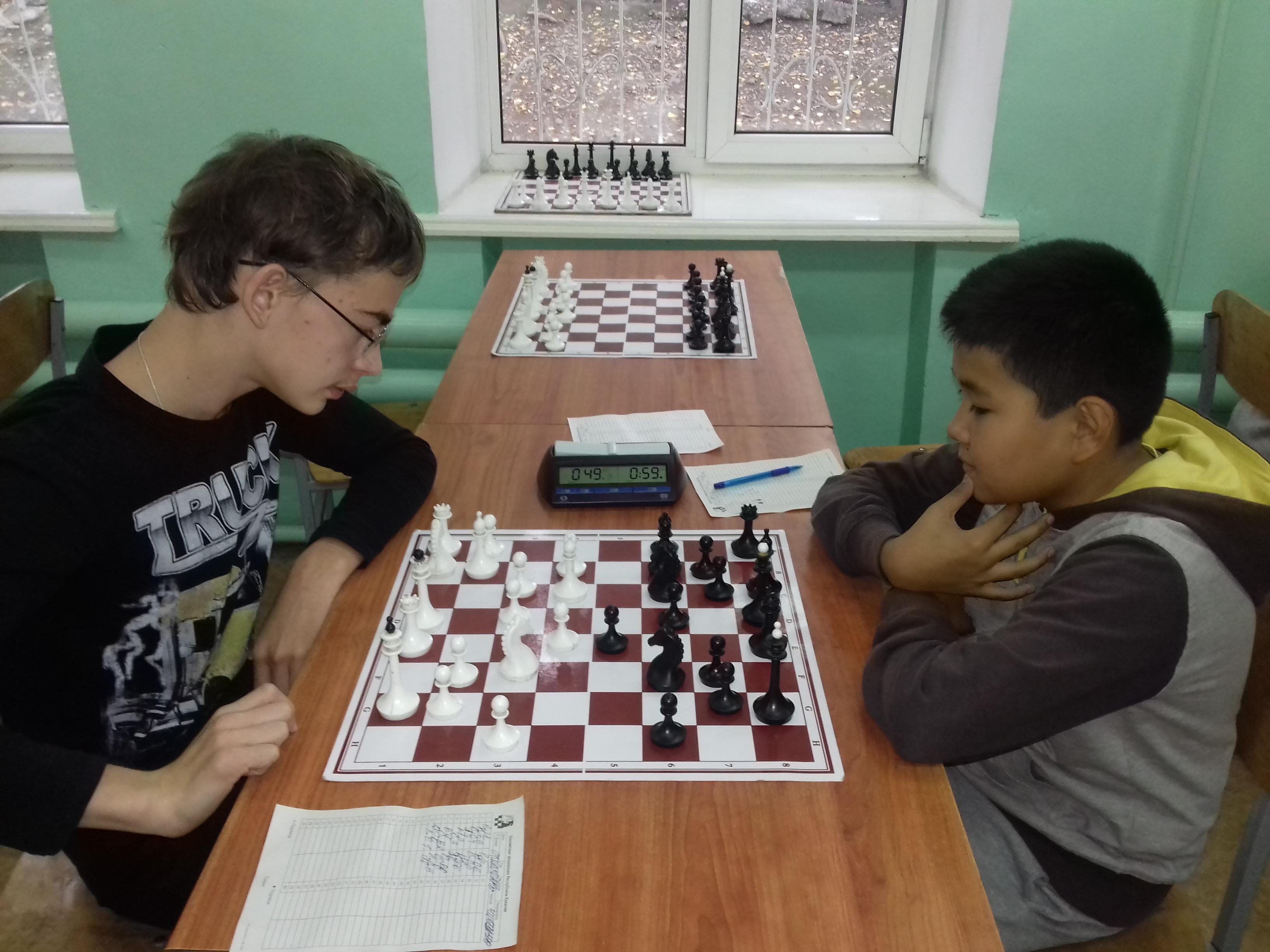 Тимченко(слева) и Чичинин(справа) после летних каникул заметно усилились! Сегодня силы оказались равны.