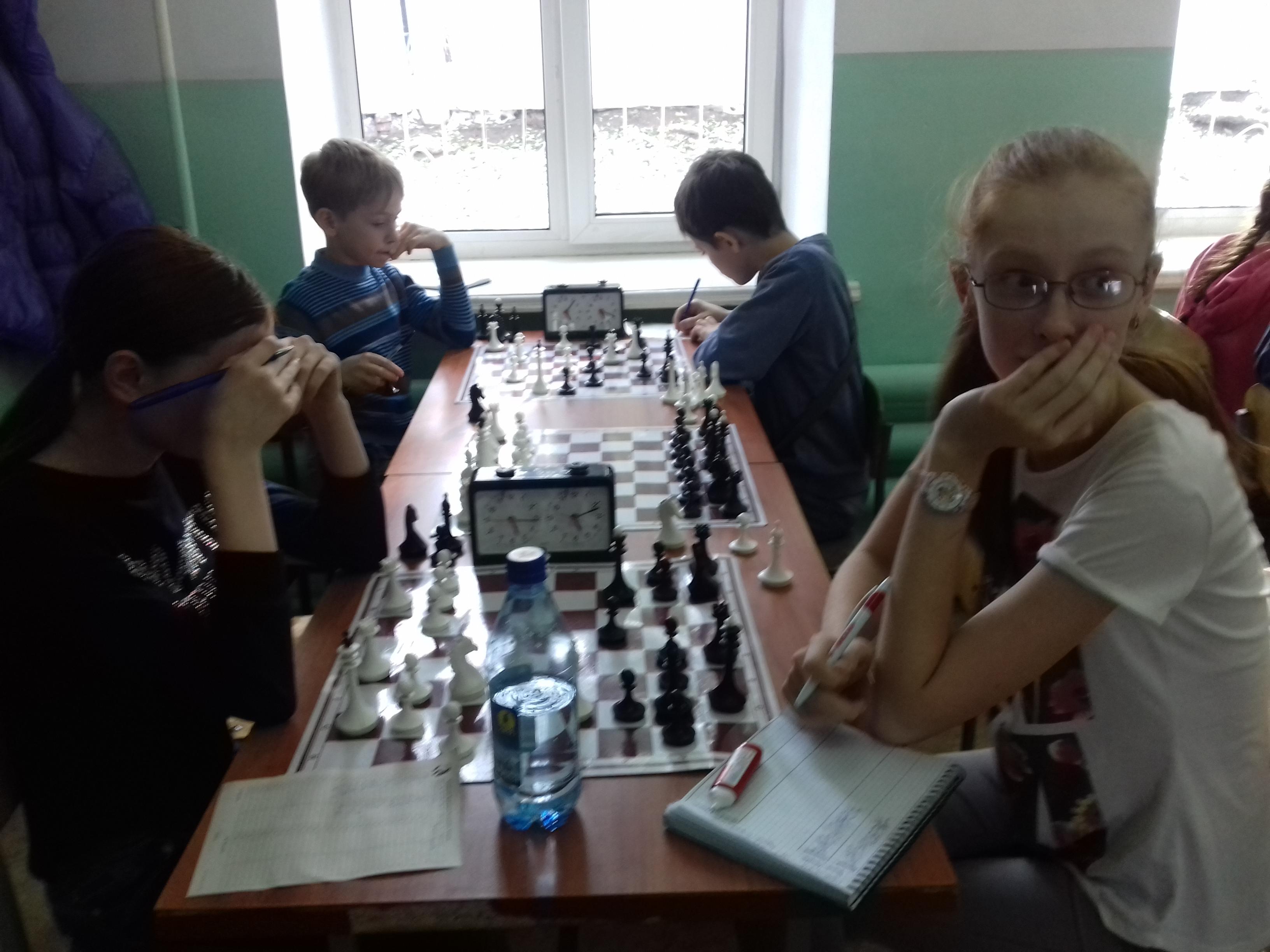 Партия принципиальных соперниц Ирина Ломова-Галина Сидорова завершилась победой белых.