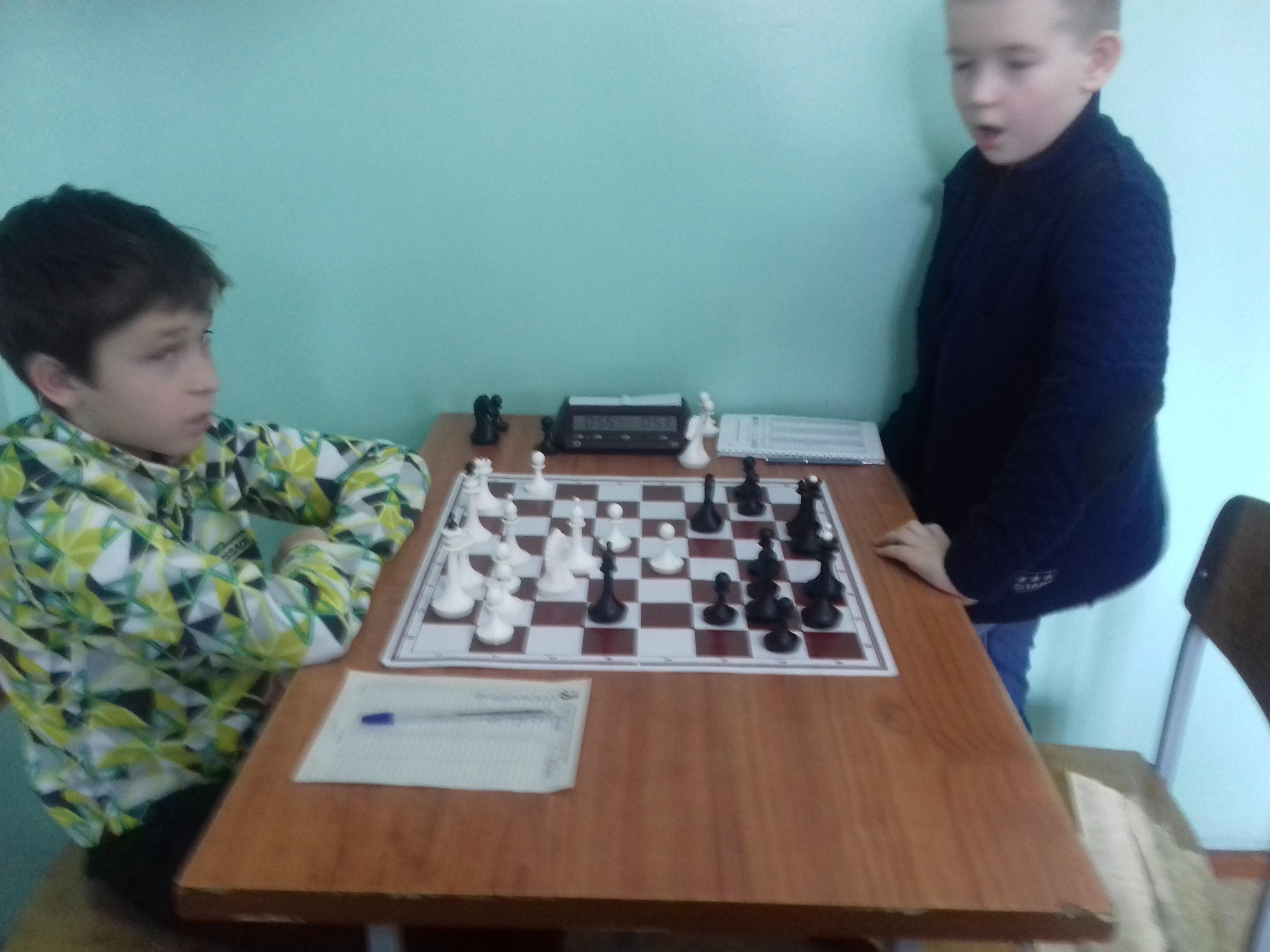 Степан Харкевич(справа) зевнул...фигуру.