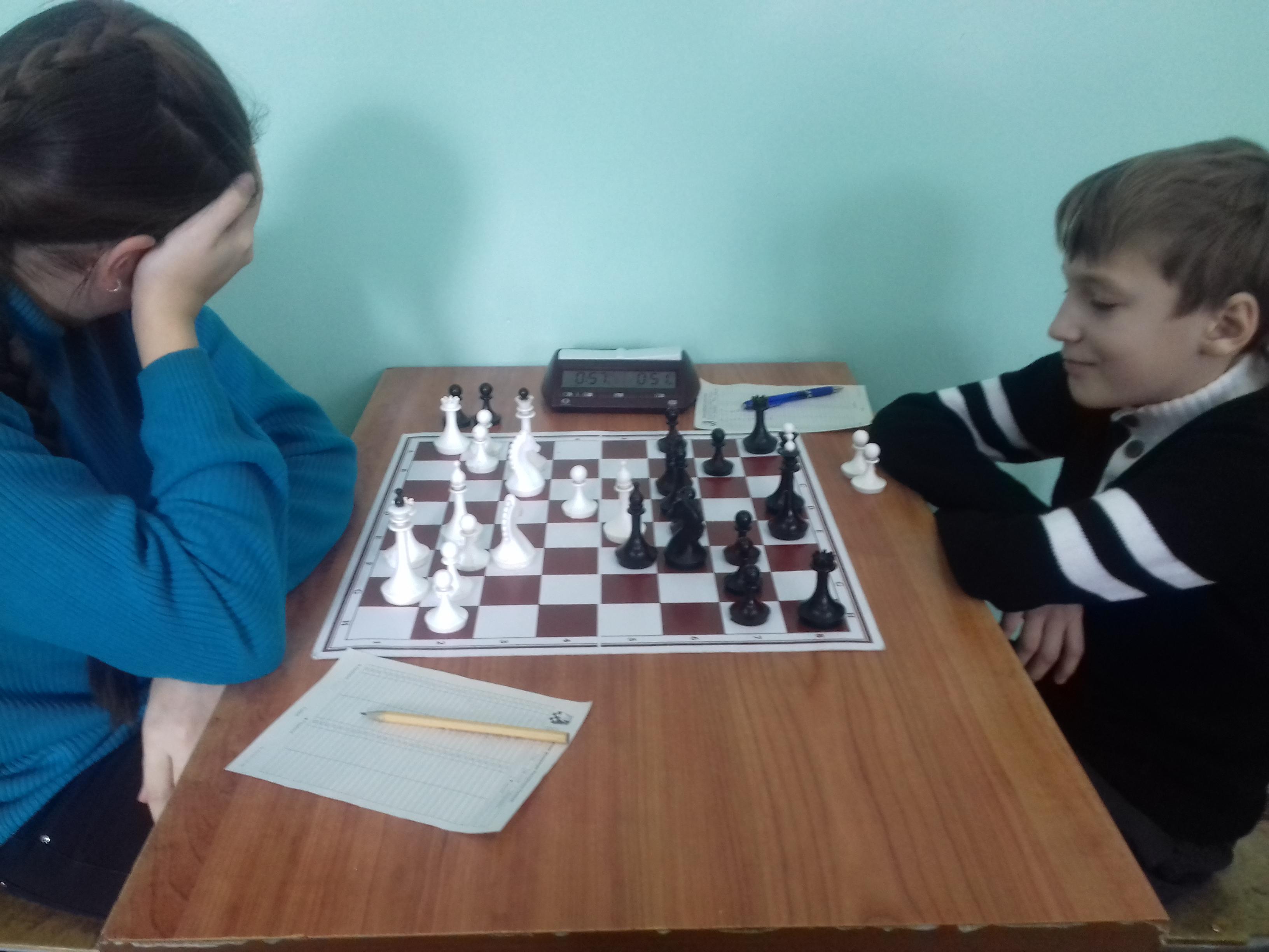 Артём Завьялов(справа) доволен позицией, а зря.